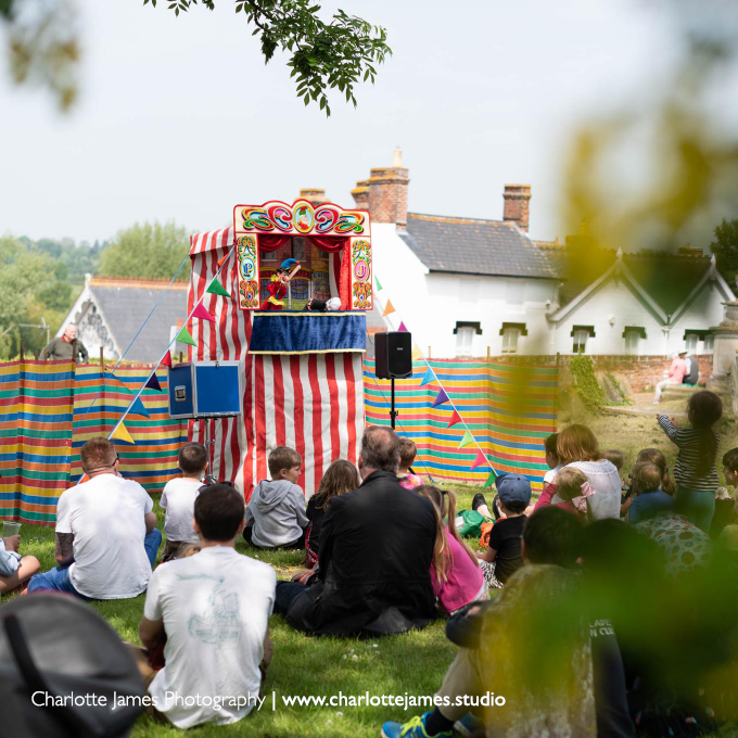 punch and judy show daniel hanton norfolk suffolk east anglia book hire children's entertainer